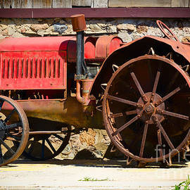 Les Palenik - Old red tractor