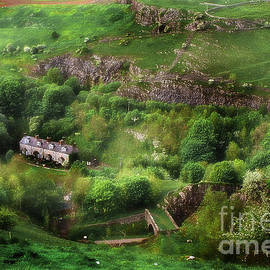 Michael Braham - Old Terrace Houses Found Hidden In The Peak District - England