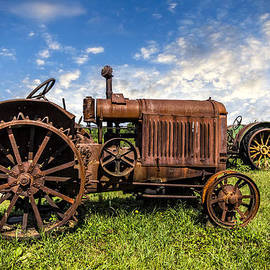 Debra and Dave Vanderlaan - Old Tractors