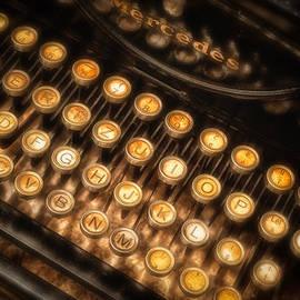 Dobromir Dobrinov - Old typewriter