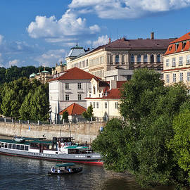 Jenny Rainbow - On the Shore of Vltava. Prague