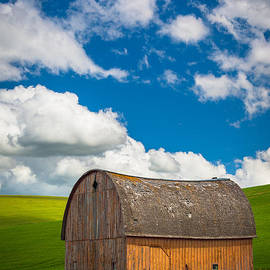 Inge Johnsson - Palouse Barn and Clouds