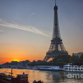 Lumiere De Liesse Ltd - Paris Sunrise Seine lever du soleil