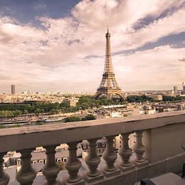Vivienne Gucwa - Paris - Eiffel Tower