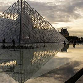 Georgia Mizuleva - Paris - Louvre Pyramid Reflecting in the Fountain