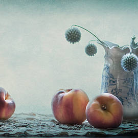 Maggie Terlecki - Peaches Still Life