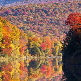 Alan L Graham - Peak Color At Long Pond