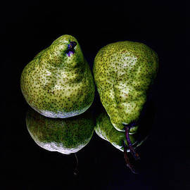 Geoffrey Coelho - Pears Reflected - Still Life