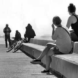 Jorge Felix - People on the pier