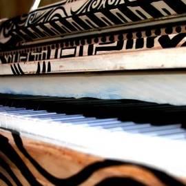 Diana Sainz - Piano in the Dark - Music By Diana Sainz
