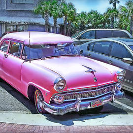 Hanny Heim - Pink Beauty in the Parking-Lot