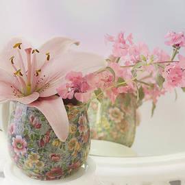 Sandra Foster - Pink Lily Rainbow