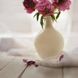 Jaroslaw Blaminsky - Pink peonies in a pot on the wooden table