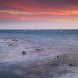 Guido Montanes Castillo - Pink sunset at the Mediterraneas sea