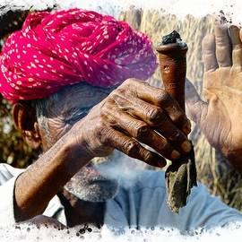 Sue Jacobi - Pipe Smoking Deep Puff Chillum India Rajasthan 5