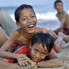 Achmad Bachtiar - Playing on the beach