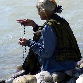 Catherine Arnas - Prayer by the Ganges