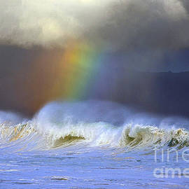 Eric Evans - Rainbow on the Banzai Pipeline at the North Shore of Oahu