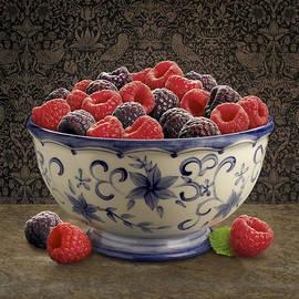 Danny Smythe - Raspberry Still life