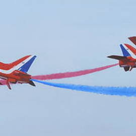 Red Arrows at Crowd Centre