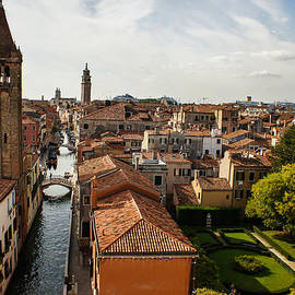 Georgia Mizuleva - Red Roofs of Europe - Venetian Canal Palaces Gardens and Courtyards