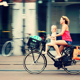Jenny Rainbow - Rejecting the Automobile. Sporty Mum and Sporty Me. Amsterdam