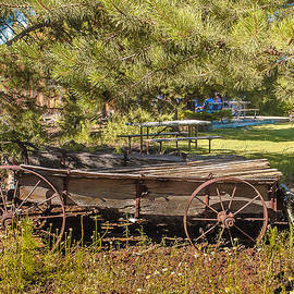 Bob and Nadine Johnston - Retired Wagon at Thousand Trails