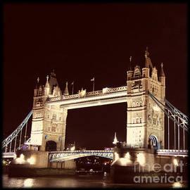 Heidi Hermes - Retro Tower Bridge