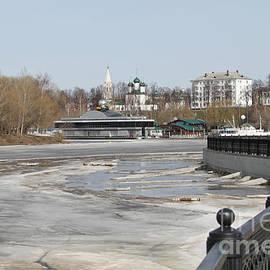 Evgeny Pisarev - River in spring