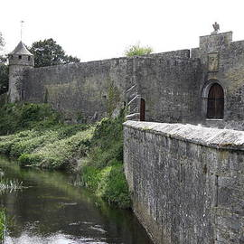 Christiane Schulze Art And Photography - River Suir And Cahir Castle