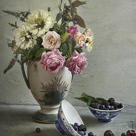 Elena Nosyreva - Roses and berries