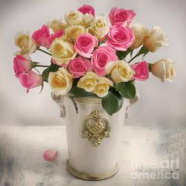 Carolyn Rauh - Roses in a Vase
