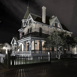 Dave Dilli - Rosson house haunted Black and White