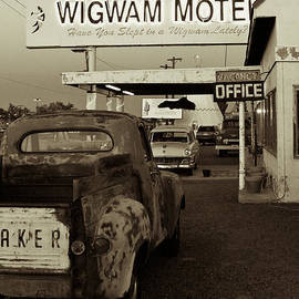 Ellen and Udo Klinkel - Route 66 Wigwam Motel