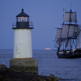 Jeff Folger - Sailing out for the red moon