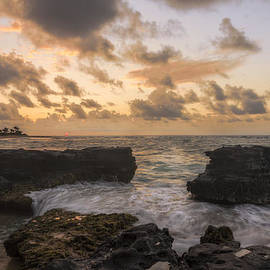 Brian Harig - Sandy Beach Sunrise 8 - Oahu Hawaii