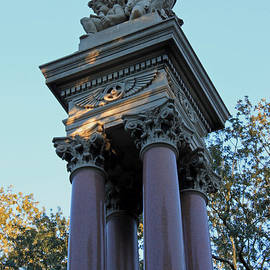 Suzanne Gaff - Savannah Monument