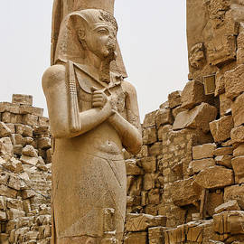 Linda Phelps - Sculpture of Pharaoh and His Queen