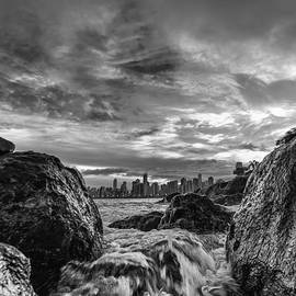Jose Maciel - Sea water between rocks