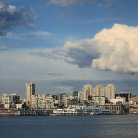 Kym Backland - Seattle Skyline Sunny Day