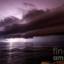 Marko Korosec - Shelf cloud lightning