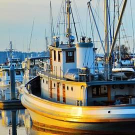 Loretta Bueno - Ship At the Marina