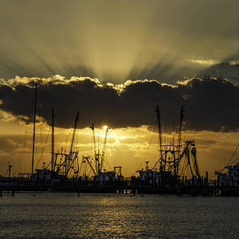 Island Sunrise and Sunsets Pieter Jordaan - Shrimp Boat Sunrays