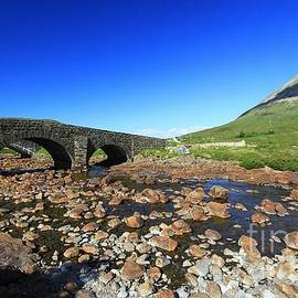 Mariusz Czajkowski - Silgachan Bridge with Glomaig SCOTLAND