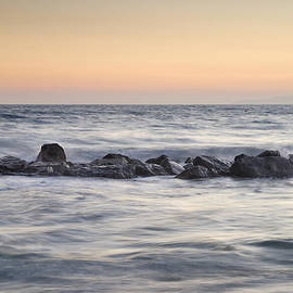 Guido Montanes Castillo - Silver sea at sunset
