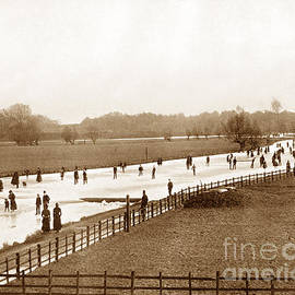 The Keasbury-Gordon Photograph Archive - Skating on the frozen River Thames at Oxford England