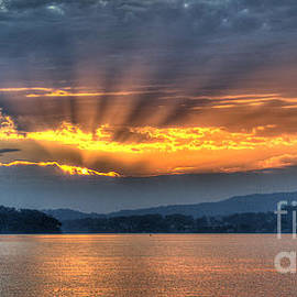 Geoff Childs - Smoky Rays Sunrise wallpaper screensaver and photo download.