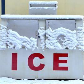 Loretta Bueno - Snow On Ice