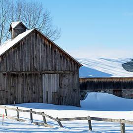 Linda Kerkau - Snowy Barn