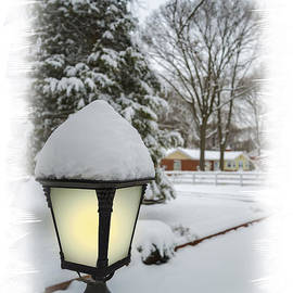 Brian Wallace - Snowy Lamplight